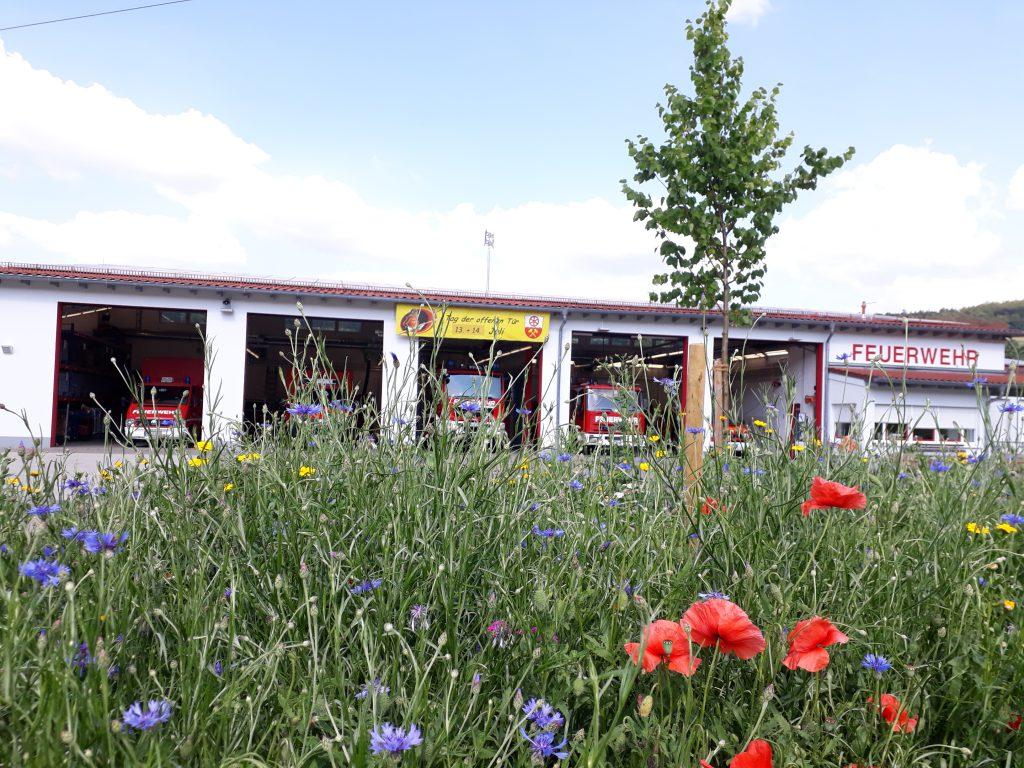 Feuerwehr im Blütengarten
